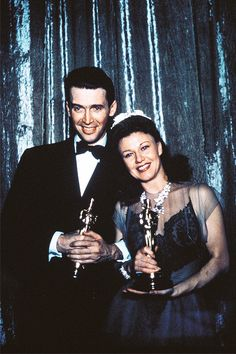 James Stewart and Ginger Rogersholding their Oscar statuettesat the 13th Academy Awards, February 1941.