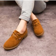 England style flat with casual boots