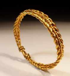 Unidentified Artist - Roman Gold Hair Ring, with twisted gold strands, extremely rare to find in this proportion. Dating to the Century AD. Roman Jewelry, Jewelry Art, Ethnic Jewelry, Gold Jewelry, Fine Jewelry, Jewelry Design, Rome Antique, Antique Rings, Antique Jewelry