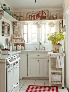 Bright, warm, country style kitchen. http://myshabbychicdecor.com/shabby-country-chic/