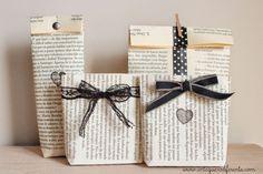 DIY: Convierte libros en bolsitas regalo | Aprender manualidades es facilisimo.com Fuente: http://www.untequierodiferente.comURL: http://www.untequierodiferente.com/2014/10/diy-convierte-libros-en-bolsitas-regalo.htm