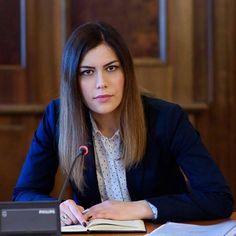http://www.digi24.ro/stiri/actualitate/politica/usr-cere-guvernului-sa-nu-faca-romania-dependenta-de-gazele-rusesti-830604