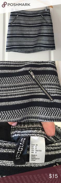 Black and white mini skirt Black and white mini skirt - tribal print - size 8 - worn 1x H&M Skirts Mini