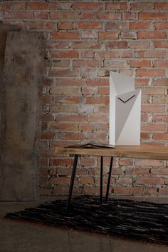 White design table clock Gie El Home