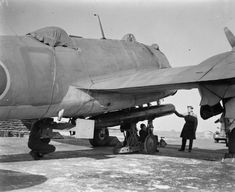 British 18 inch Mk XV torpedo being loaded on a Bristol Beaufighter. Weight: 817 kg lbs). Warhead: 247 kg lbs) Torpex. Speed/Range: 74 km/h meters yards). Bristol Beaufighter, Ww2 Planes, Ww2 Aircraft, Royal Air Force, World War Ii, Fighter Jets, Aviation, Coastal, Military