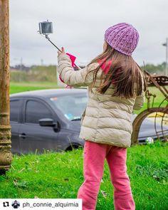 #Repost @ph_connie_alquimia ・・・ Book de Viaje: Aldea Medieval; Campanopolis. Gonzalez Catan. Buenos Aires. Argentina.  2017 - Flor de Bs As Turismo @flordebuenosaires @campanopolis  #travel #viaje #BlogDeViaje #trip #girl #aldea #FotografiaDeViaje #niña  #campestre #vintage #door #oxido #paisaje #field #mystery #landscape #AldeaMedieval #TravelPhotography #rustico #selfie #SmallVillage #FotografaArgentina #stick #Campanopolis #winter #clowdy #village #argentina