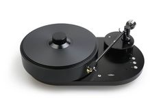 Precision engineering and classic design are embodied in the first turntable from AMG (Analog Manufaktur Germany), the Viella 12 or simply, V12. The AMG turntable line was created by a group of audio industry experts to advance the art of vinyl playback