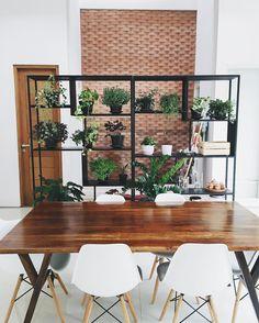 Meja ini bukan sekedar meja makan, berfungsi juga sebagai meja belajar, meja menggambar, meja kerja, meja kalau bikin kue, dan meja tempat ngobrol.  . . . . . #ndalemkrisikan #diningroom #diningroomdecor #diningroomtable #pocketofmyhome #mejamakan #ruangmakan #urbanjungleblo