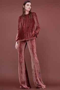 See the complete J. Mendel Pre-Fall 2018 collection.