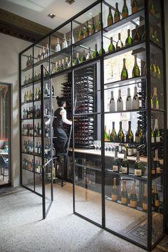 Estantería para botellas de vino, fabricación formado en hierro y cristal.