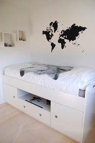 FargeBarn: To fine gutterom. Hanging Canvas, Work Surface, Modern Kitchen Design, Artist Canvas, Gallery Wall, Minimalist, Layout, Storage, Bed