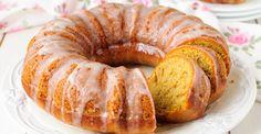 Revista Manequim - Tempero de mãe: BOLO DE LARANJA 4 ovos | 2 xícaras de açúcar | 2 xícaras de farinha de trigo | 1 xícara de óleo | 1 laranja-pera | 1 colher (sopa) de fermento em pó | manteiga e farinha para untar Lave a laranja, corte em quatro pedaços sem descascar. Retire e descarte as sementes e o bagaço. Coloque os pedaços de laranja no liquidificador junto com os ovos, o açúcar e o óleo. Bata. Em uma vasilha, peneire a farinha de trigo. Coloque, aos poucos, o que foi batido no…