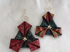 ORIGAMI - Folded fabric quilted Christmas ornaments tutorials complete with photos are free. Folded Fabric Ornaments, Origami Ornaments, Quilted Christmas Ornaments, Christmas Sewing, Christmas Fabric, Handmade Ornaments, Christmas Crafts, Christmas Decorations, Christmas Tree