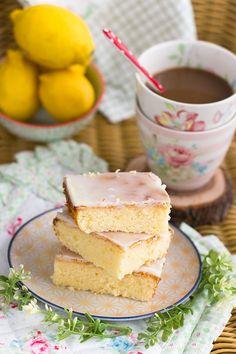 Haz una receta fácil de brownie de limón, con el toque de frescor y dulzura…