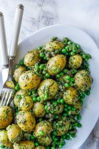 Grøn kartoffelsalat med krydderurtedressing (Recipe in Danish) Veggie Recipes, Vegetarian Recipes, Cooking Recipes, Healthy Recipes, Cook N, Danish Food, Greens Recipe, I Foods, Food Inspiration