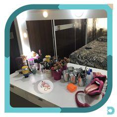 Esse lindo porta anel além de deixar tudo muito bem organizado, irá decorar com muito charme banheiros, penteadeira ou onde mais sua imaginação permitir. - - www.uvdecor.com.br @uvdecor2017 - - #uvdecor #presentes #presentescriativos #shoppingonline #mundocriativo #criatividade #decorando #decoracao #decor #decoracaocriativa #decoracaodeinteriores #reforma #nerd #instageek #geekbrasil #geek #portaanel #flamingo #ceramica #porcelana Flamingo, Nerd, Vanity, Mirror, Home Decor, Creative Decor, Creativity, Dressing Tables, Creative Gifts