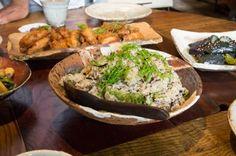 昼食を美雪さんに用意していただいた。KINTAさん、味岡伸太郎さんを始め、多くの作家の陶器に盛られた料理が食卓に並ぶ。