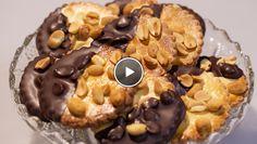 Rudolph's Bakery | e circa 15 minuten rusten. Rol het deeg dun uit tot een dikte van circa 3 millimeter. Steek er cirkels uit met de kartelsteker. Bestrijk met het...