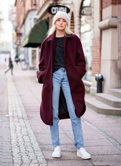 look mom jeans e casaco burgundy