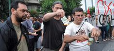 OΛΑ ΘΕΣΣΑΛΟΝΙΚΗ !!!: Διαδηλωτές έκαψαν 5ευρα και ...έφτυσαν τον Βαρουφά...