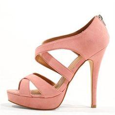 Pimkie.fr : Cet été, on ose les sandales à plateaux dans un rose tendre : audacieux et pointu.
