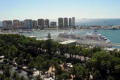 Dar un bonito paseo por el puerto de Málaga