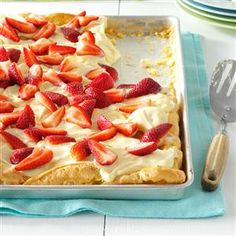 Strawberry Bliss Recipe- Recipes An easy-to-make puff pastry crust is topped with a soft-set pudding layer with a hint of strawberry flavor. Because this dessert needs to chill for at least an hour, it's your new go-to for a make-ahead brunch. Summer Desserts, Just Desserts, Delicious Desserts, Summer Fruit, Layered Desserts, Easter Desserts, Yummy Food, Strawberry Dessert Recipes, Fruit Recipes