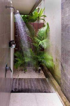 Tropical Bathroom Decor, Bathroom Plants, Bathroom Beach, Nature Bathroom, Cream Bathroom, Small Bathroom, Outdoor Baths, Outdoor Bathrooms, Outdoor Showers