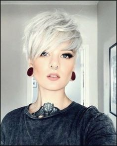 Edgy Short Haircuts, Girl Haircuts, Short Hairstyles For Women, Short Grey Hair, Short Hair Cuts, Short Hair Styles, Corte Y Color, Long Pixie, Pixie Hairstyles