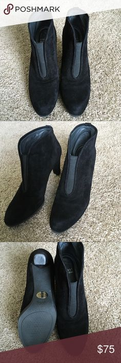 Stuart Weitzman ankle booties black suede Stuart Weitzman ankle booties black suede Stuart Weitzman Shoes Ankle Boots & Booties