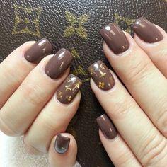 Louis Vuitton nail art