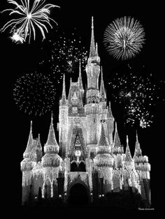 Black And White Picture Wall, Black And White Wallpaper, Dark Wallpaper, Black And White Pictures, Disney Wallpaper, Black And White Background, Photo Black, Gray Aesthetic, Black Aesthetic Wallpaper