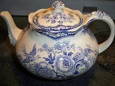 HTF Bristol Blue Crown Ducal tea pot!Beautiful!!! England. Birds of Paradise