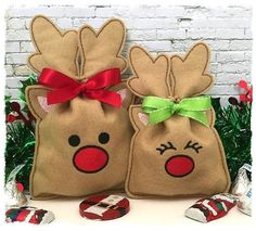 Machine Embroidery Designs Reindeer Treat Bag (in the hoop) Christmas Treat Bags, Noel Christmas, Christmas Crafts, Christmas Decorations, Christmas Ornaments, Xmas, Machine Embroidery Projects, Machine Quilting, Mini Candy Canes