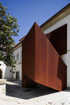 Recovery of the House of S. Sebastian by MANUEL MAIA GOMES  Material