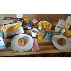 So sind wir heute morgen in den letzten Tag des Jahres gestartet Es war ein schönes Jahr mit überwiegenden Höhen aber auch einigen kleinen Tiefen  Ich habe neue Menschen in mein Leben gelassen unter anderem mein Blatt und einige andere Menschen aus meinem Leben verabschiedet auch wenn es schwerfiel... Ich freue mich auf ein neues Jahr mit meinen Liebsten  Goodbye 2015 du warst wunderbar Hello 2016   #frühstück #breakfast #foodporn #healthyfood #fitfam #yummy #healthy #lecker #delicious…