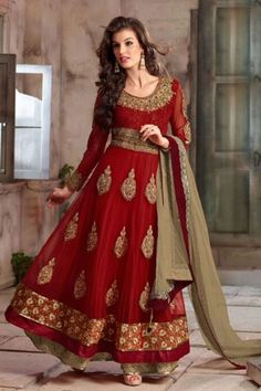 Superbe Robe indienne Rouge magnifiquement brodée
