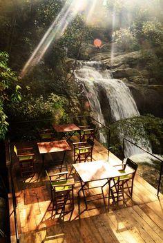 Ella Jungle Resort auf Sri Lanka. Hotel umgeben von Dschungel, Quellen und Flüssen. Resort mit Naturabenteuer