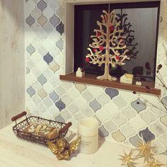 maaayonさんの、ベツレヘムの星,コラベル,よしおかれい,作家さんの作品,エンジェル♡,モザイクタイル,名古屋モザイク,LEDキャンドルライト,ソープ,いいにおい♡,おうちオブジェ,星,ツリーオブジェ,Entrance,のお部屋写真 Tile Art, Mosaic Tiles, Wall Crosses, Bath Caddy, Bathroom Inspiration, Interior Decorating, Living Room, House, Design