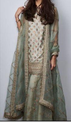 Simple Pakistani Dresses, Pakistani Bridal Dresses, Pakistani Dress Design, Pakistani Outfits, Indian Dresses, Indian Outfits, Shadi Dresses, Traditional Fashion, Indian Fashion
