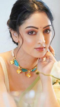 Cute Beauty, Beauty Full Girl, Beauty Women, Beautiful Girl Photo, Beautiful Girl Indian, Dehati Girl Photo, Most Beautiful Bollywood Actress, Glamorous Makeup, Most Beautiful Faces