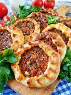 Baked Mouth Open Recipe - Cahide Sultan بِسْمِ اللهِ الر Ù . Meat Recipes, Appetizer Recipes, Dinner Recipes, Cooking Recipes, Appetizers, Juice Recipes, Pizza Recipes, Turkish Recipes, Ethnic Recipes
