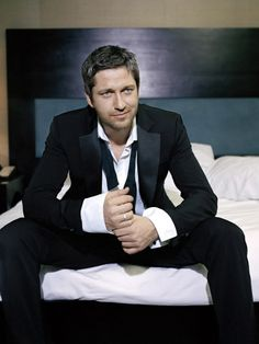 Gerard Butler, I don't mean to objectify you...  But dear God, you're gorgeous.  Get in bed with me now.