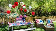 @kennethwingard creates an affordable & adorable Fourth of July Tablescape! Tune in to #homeandfamily weekdays at 10/9c on Hallmark Channel!