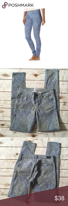 Paige Verdugo Ankle Skinny Aruba Blue Size 25 Worn once look new . . Approx Measurements in pictures 💕 All measurements are taken while item is laying flat .I want you to be completely happy with your purchase, so if you have any questions feel free to message me.😎 PAIGE Jeans Skinny