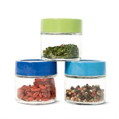 Peper, karwij, peterselie of oregano alle soorten kruiden kunnen een glazen huisje krijgen. Kruidenpotje van glas, de deksel is er in verschillende kleuren.