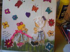 pegar flores de pañolenci,mariposas, pintar pasto con temperas