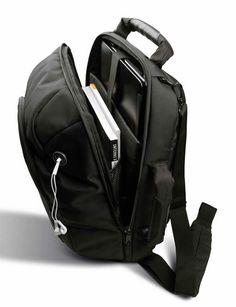 Laptoprugzak. Ben je vaak op stap met je laptop? Dan is deze rugzak echt iets voor jou! Een zwarte rugzak, die ook te gebruiken is als laptop- of documententas, gemaakt van 1680D polyester met PU backing. Met verborgen schouderhengsels, gewatteerde met meshvoering afgewerkte rugzijde, ritssluiting aan de onderkant om tas op de trekstang te bevestigen, afneembare en verstelbare schouderband met schouderstuk, dubbel verstevigde handvaten. #laptoprugzak