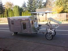 Wow bicycle/camper quite. Got to give it to the builder they had a vision and then brought to life. Diy Camper Trailer, Tiny Camper, Bike Trailer, Micro Campers, Bike Motor, Tricycle, Small Trailer, Tiny Trailers, Bug Out Vehicle