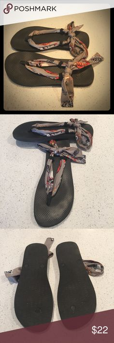 Scandals Sandals with Eight Extra Ties For sale are these used sandals with interchangeable ties! There is no size listed, but fits like size 9. Also included is extra loops. Can be worn many ways! Shoes Sandals